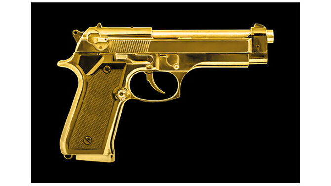 Schilderij Isolated Golden Pistol mat | MondiArt