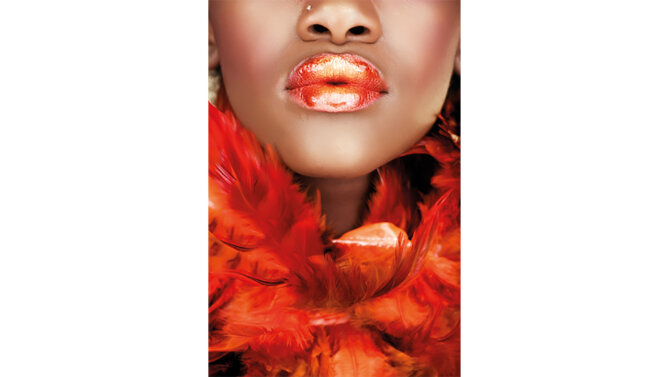 Schilderij African woman, orange feathers and lips | MondiArt